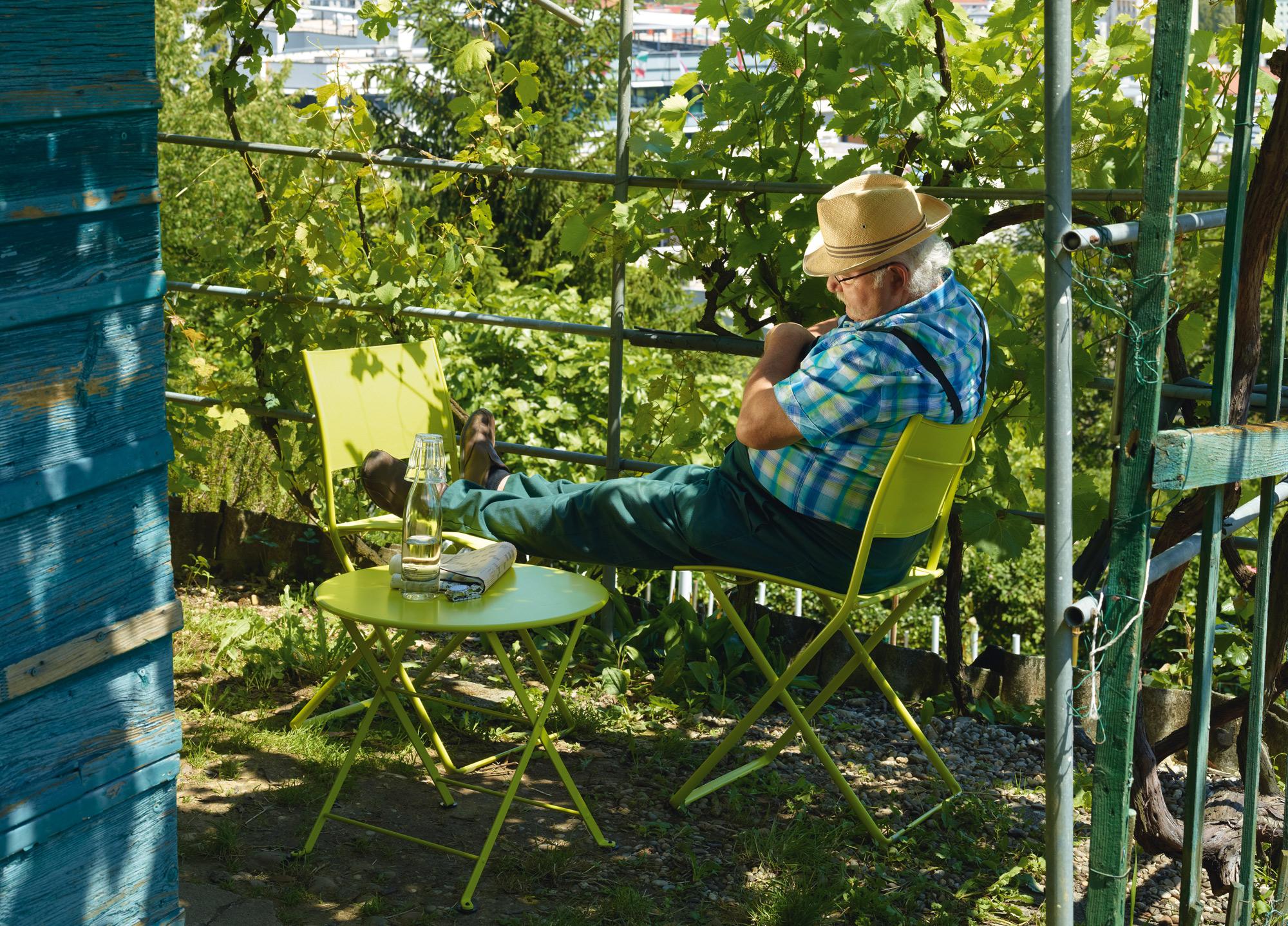 sillas y mesita verde lima fermob mallorca